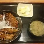 とんとん拍子 - 豚丼ロース&バラ  850円