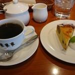 tri cafe - ブレンドコーヒー470円(税込)+くりのタルト380円(税込)