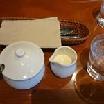 tri cafe - テーブル