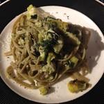 62212302 - ブタと野菜のジェノベーゼパスタ