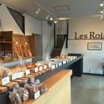 レロア - 店内のパン棚