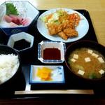 次郎長寿司 - 日替り定食 (鳥天と刺身) \600