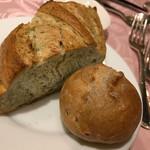 ルミエール - アオサ入りバケットとライ麦パン