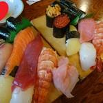 ぎふ初寿司 - 料理写真:一日ランチ(手前「上寿司セット1,650円」奥「特上寿司セット2,950円」