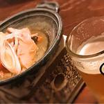 山形長屋酒場 - お通しの筑前煮とビール
