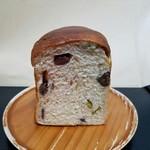 エルマーズグリーン コーヒー アンド ベイクス - 「くりと豆ときなこの食パン(1/2)」250円税込