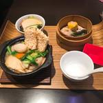 荘園中華と飲茶 リー ツァン ティン  - 鶏肉入り中華おこげセット