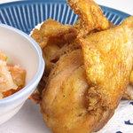 ジュンバタン・メラ - アヤムゴレンダブダブ。カリカリのチキンの唐揚げと特製ダブダブソース。