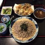 62231041 - 本日のオススメ  大粒ホタテと牡蠣 下仁田ネギの天ぷらとお蕎麦 1680円
