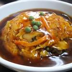 美華園 - 白飯をチャーハンに変更した天津丼