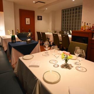 ◆店内は新しく綺麗な全20席(テーブル席)です