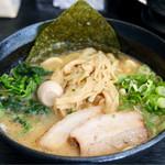 八段 - 豚骨醤油ラーメン