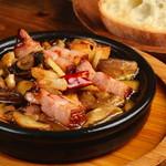炭焼き&ワイン ドリフト - マッシュルームとベーコンのアヒージョ