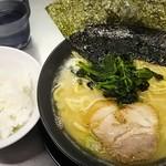 横浜家系ラーメン武骨家 - とんこつ醤油690円 ライス食べ放題