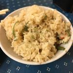 成山 - 料理写真:炊き込みご飯はお代わり無料