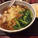 東方園 - 料理写真:ワンタン麺700円、ミニチャーハン100円