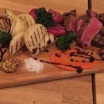 イタリア食堂 Necco - NZ牛のリブロース、赤かぶ、白蕪、新タマネギ