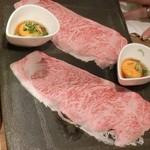 豊後牛ホルモン こだわり米 匠 - 驚愕の炙りユッケ590円。キレイなサシの入ったお肉です。