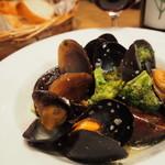 REGALO - ムール貝とブロッコリーの白ワイン蒸し
