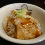 会津喜多方ラーメン 小法師 - 甘いタレ味のミニ炙り焼豚
