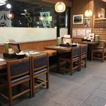 小平うどん - 【2017.1.30】テーブル席。