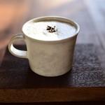 瓦そば と 珈琲と シガ食堂 - 宮ザキ園「ほうじ茶ラテ」