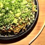 瓦そば と 珈琲と シガ食堂 - ねぎ&モチーズ広島風お好み焼き