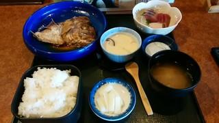 海鮮茶屋 五右エ門 - 「五右ェ門定食」メイン・造里・茶碗むし・ご飯・味噌汁・漬物
