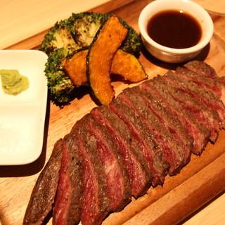 【肉汁あふれるこだわりの肉料理をお気軽に!】