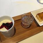 ア・ヴォートル・サンテ - ローリエの香りのパンナコッタ、ぶどあのゼリー、杏のタルト