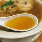 ラーメン華 - スープ