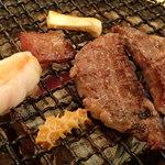 炭火焼肉 ホルモン やまと - 厚切り上タンステーキ、コリコリ(大動脈)、ハツ、ホルモン、ハチノス