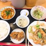 62267423 - 八宝菜と麻婆豆腐の日替わり定食(700円税込)