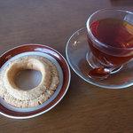 AMUCA - ドーナツと紅茶