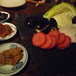味噌鐡 カギロイ - 嘗め味噌(各400円)&嘗め味噌と食す産直農家さんの新鮮有機野菜(各250円)♪