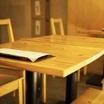 若水 - 店内テーブル席