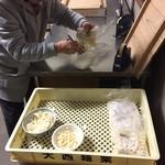 大西麺業 - AM6:00には、スデに袋詰めされ出荷待ちの段階でした^^;