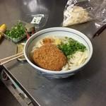 大西麺業 - 同行者の1人はコロッケまで持ち込んでのツワモノ(爆)