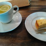 62277528 - ホットレモネード・柚子のケーキ