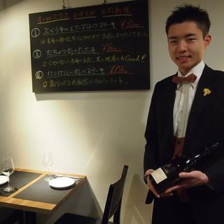 当店ではソムリエが厳選した約100種類のワインをご用意!