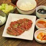 肉八や - ランパラ1000円メニュー