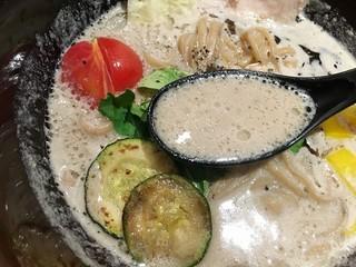 ソラノイロ トンコツ&キノコ - 豆乳&マッシュルームオイルのスープ
