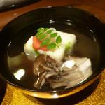 野菜割烹 あき吉 - 菜の花真丈、舞茸、紅白梅、木の芽添え
