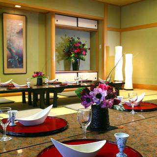 普段使いは1階カウンター席、慶事は和洋選べる宴会場でお祝い