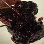 味噌鐡 カギロイ - 本日の味噌カツ盛り合わせ(750円)。真っ黒です(笑)