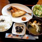 シウンカフェ - 魚の干物セット・アジの開き