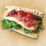 サラダデリ MARGO - モッツァレラと生ハムのミラノサンド