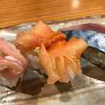 62292961 - シメサバと赤貝