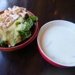 洋食屋チーフ - ローストビーフ丼(800円) サラダ&スープ