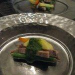 トラットリア エ ピッツェリア アミーチ - 牛たんのサラダ